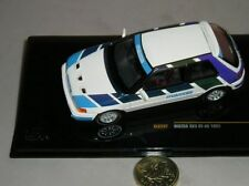 Voitures de rallye miniatures blancs
