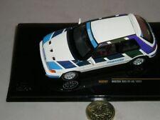 Voitures de courses miniatures bleus IXO