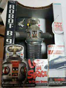 TRENDMSTERS LOST IN SPACE ROBOT B-9 1997