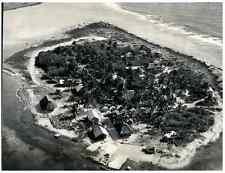 Atoll Hortensia, Lieu d'essai pour la bombe atomique  Silver print. Polynés
