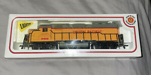 BACHMANN HO SCALE UNION PACIFIC DIESEL LOCOMOTIVE # 866 LIGHTED In BOX UNTESTED