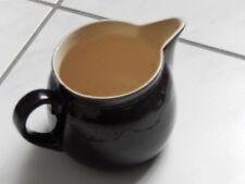 alter Milchtopf Keramik braun glänzend, innen weiß Wabenmuster, evtl. Bunzlau