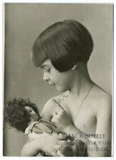 Photo Portrait d'une petite fille et sa poupée par Blanc et Demilly Lyon 1930