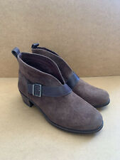 ***BROWN UGG BOOTS SIZE 7.5 UK NEVER BEEN USED IN EXCELLENT CONDITION***