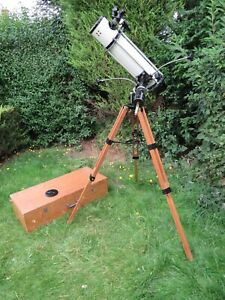 A GOOD VINTAGE GREENKAT H-45E REFLECTING TELESCOPE WITH TRIPOD AND CASE *A/F*