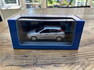 1:43 Minichamps Ford Focus Mk1 5dr hatchback- silver - in Ford packaging - new