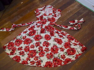 basque poppy print floral white dress 1950s style fit and flare  NWOT  8