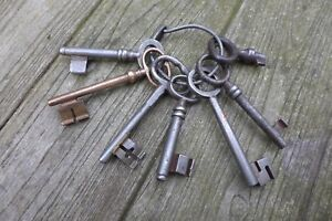 Antique Vintage 7 Keys Collection On Metal Ring Collector Craft Home Art C