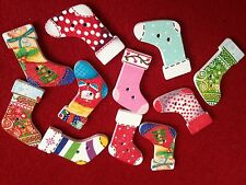 20 CHRISTMAS STOCKING WOODEN BUTTONS FOR CARD MAKING CRAFTS & DECORATIONS
