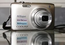 Nikon COOLPIX S3100 14.0MP Digitalkamera + 8GB + Etui - Silber