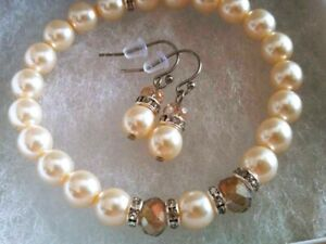 NEW USA Stretch Pearl Bracelet Earrings Set Pale Buttercream Ivory Czech Glass