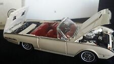 DANBURY MINT 1962 FORD THUNDERBIRD SPORT ROADSTER in Display Case White/Red 1:24