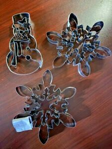 NEW Williams Sonoma Set of 3 Giant Cookie Cutters 2 Snowflakes 1 Snowman Metal