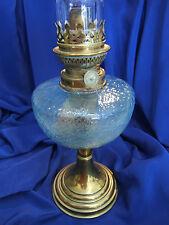 LAMPE A PETROLE ANCIENNE CUVE EN VERRE BLEUE. PIED & BRULEUR LAITON. REF 3792
