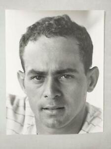 ORIGINAL 11 x 14 ARTHUR RICKERBY PHOTO OF CHICAGO WHITE SOX HOF LUIS APARICIO