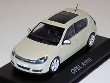 1/43 Minichamps Street Opel Astra in Creme Dealer Edition