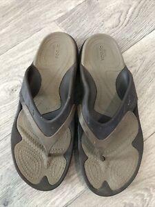 Crocs Dual Comfort Black Flip Flop Thong Sandals Mens Size 10 Women's Size 12