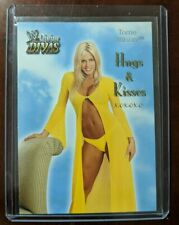 2003 FLEER WWE DIVINE DIVAS - Torrie Wilson - Hugs & Kisses - 7 of 14 HK ô¿ô