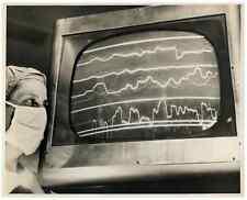 USA, Electronic medicin, 1960  .  Tirage argentique  18x23  Circa 1960  <d