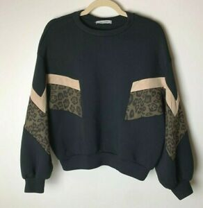 JANETTAFEN Women's Oversized Sweatshirt Size Small Animal Print Soft Casual