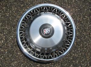 One 1993 to 1999 Buick Lesabre Park Avenue Regal Roadmaster wire spoke hubcap
