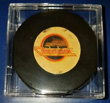 VINTAGE  VICEROY OFFICIAL GAME  PUCK VANCOUVER CANUCKS old made in Canada USED