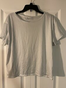 Under armour short sleeve loose fit heat gear large white