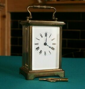 AN ANTIQUE ATTRACTIVE FRENCH BRASS 8 DAY CARRIAGE CLOCK MANTEL CLOCK WORKS FINE