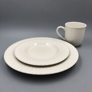 Thomson pottery Ripple 12-Pc Casual Off white Ceramic Dinnerware Set (Serves 4)