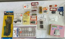 HO SCALE VEHICLE & ACCESSORY LOT