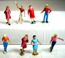 Ho Scale Figures featuring 8 People, mostly women - Vguc