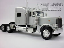 Peterbilt 389 Diecast Metal/Plastic 1/32 Scale Truck Model by NewRay - SILVER
