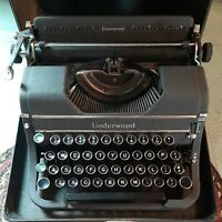 Vintage 1930s Underwood Universal Portable Typewriter with the Case