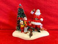 Santa Comes to Town 2005 Dept 56 Snow Village 55266 accessory Christmas coca A