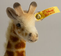 "Steiff Original Bendy Giraffe 041990, 9""x4""x2.25"" Made in Germany, W/Tag & Label"