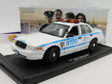 """Greenlight 13513 # FORD Crown Victoria """" NYPD Police - Blue Bloods """" 1:18 NEU"""