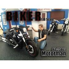 BIKER MOTORMAN FIGURE 1:18 SCALE MODEL AMERICAN DIORAMA 23867