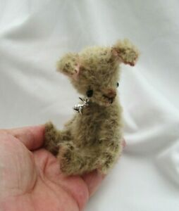 *LITTLE HARRY *A CUTE PRIM STYLE 4 1/2 INCH HARE/RABBIT*NR*