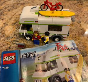 LEGO TOWN CITY RECREATION 7639 CAMPER RV COMPLETE W/ MINIFIGURES & MANUAL 💯