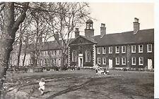 London Postcard - Geffrye Museum - Kingsland Road - Shoreditch    U4272