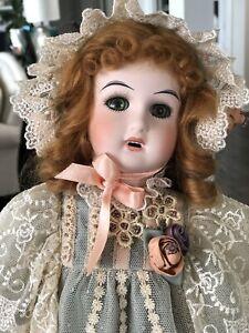 "Mundia Cecile Et Christine 'Victoire' Doll 18"""