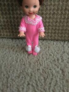 1995 Mattel KELLY BEDTIME FUN #12489 Kelly Barbie Doll Pink One Piece Jumper On