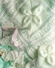 Couverture bébé en relief feuille DK ~ Moufles & botees 4 plis knitting pattern
