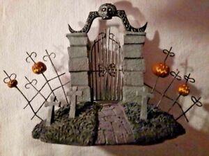 2005Hawthorne Village Nightmare Before Christmas Sally & the Cemetery Gate W/COA