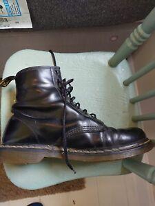 90's Vintage Dr Martens, size 10: WORN condition! Mens leather black boots