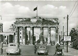 BERLIN Brandenburger Tor ohne Quadriga, Ruinen, vor Bau der Mauer, DKW /IFA 50er