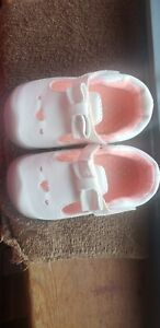 Baby Girl Shoes   Size 2.5