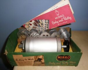 VINTAGE MIRRO COOKIE COOKY & PASTRY PRESS 12 DISCS 3 TIPS IN ORIGINAL BOX BOTTOM