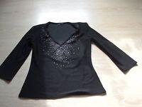schickes Shirt in schwarz mit Glitzer am Ausschnitt, Gr. 36, C&A