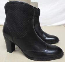 Dingo women's size 7 M black leather boots side zipper ankle high heel
